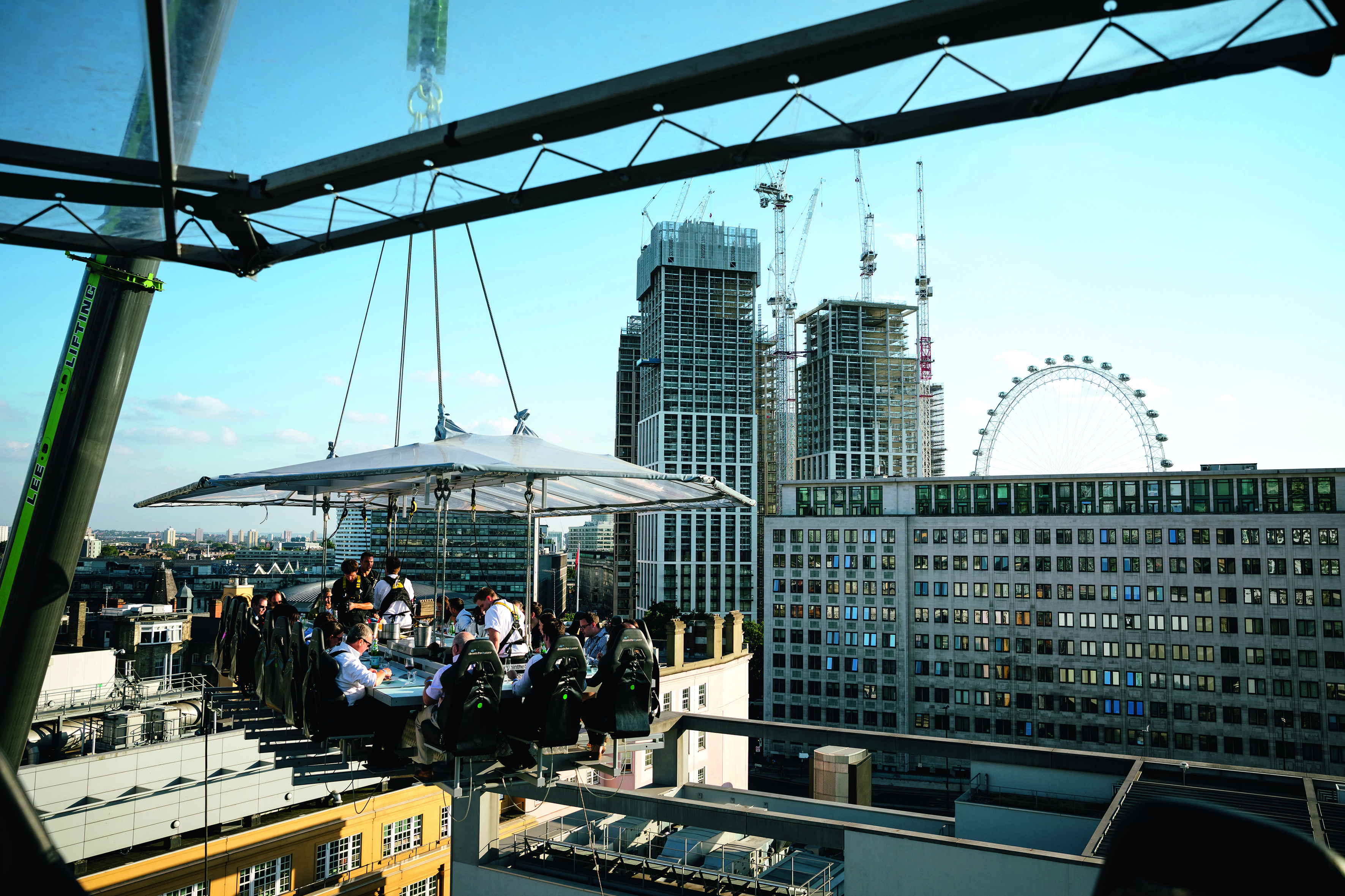 You can now dine 100ft above the O2