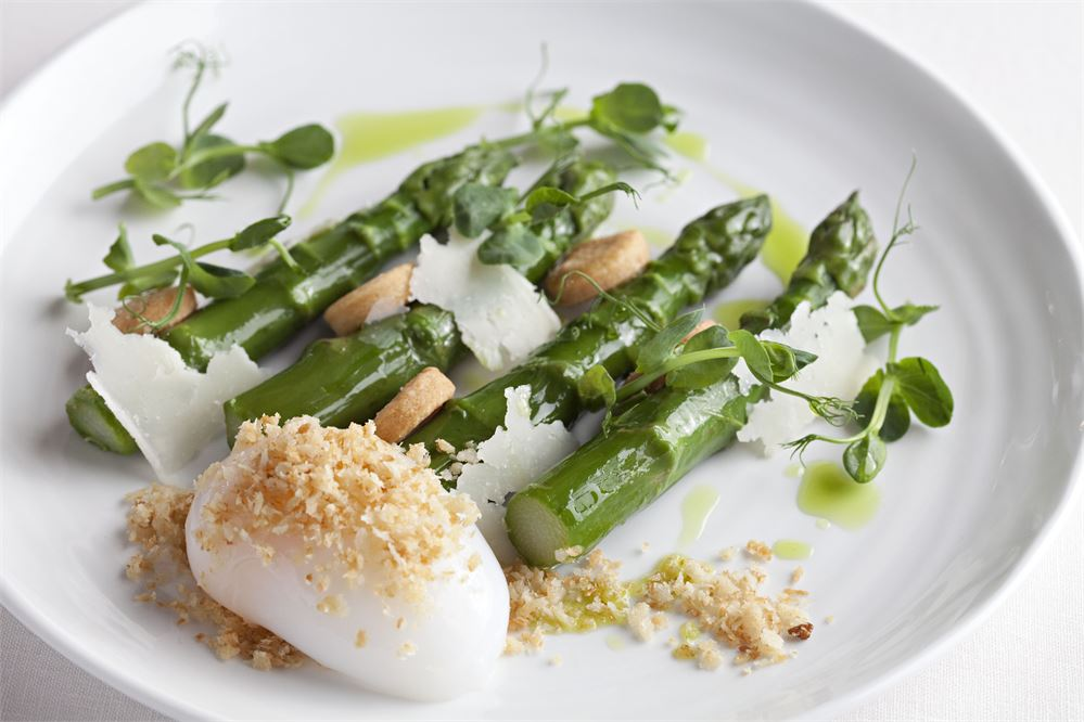 Asparagus and poached egg at City Social