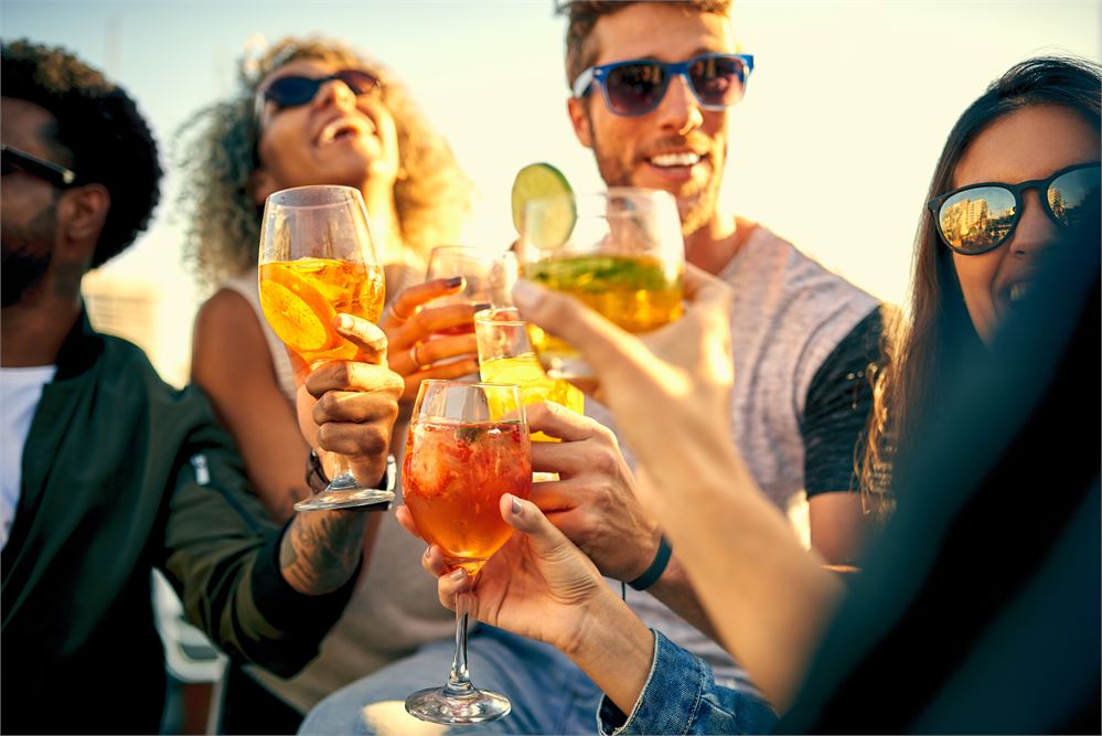 How to throw the ultimate office summer party