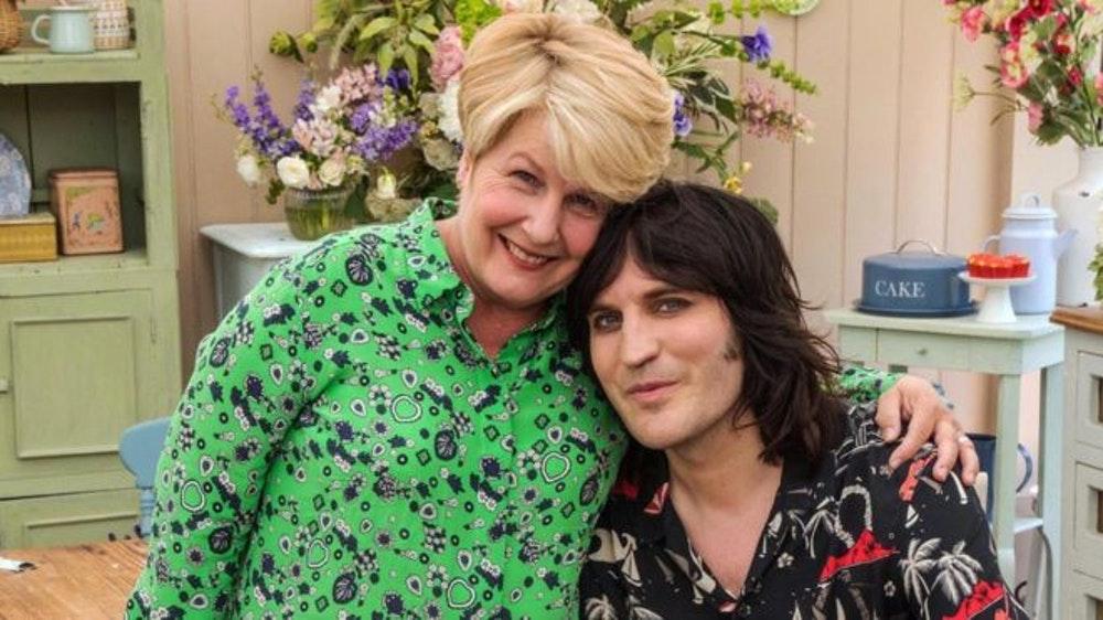 Sandi Toksvig quits Great British Bake Off