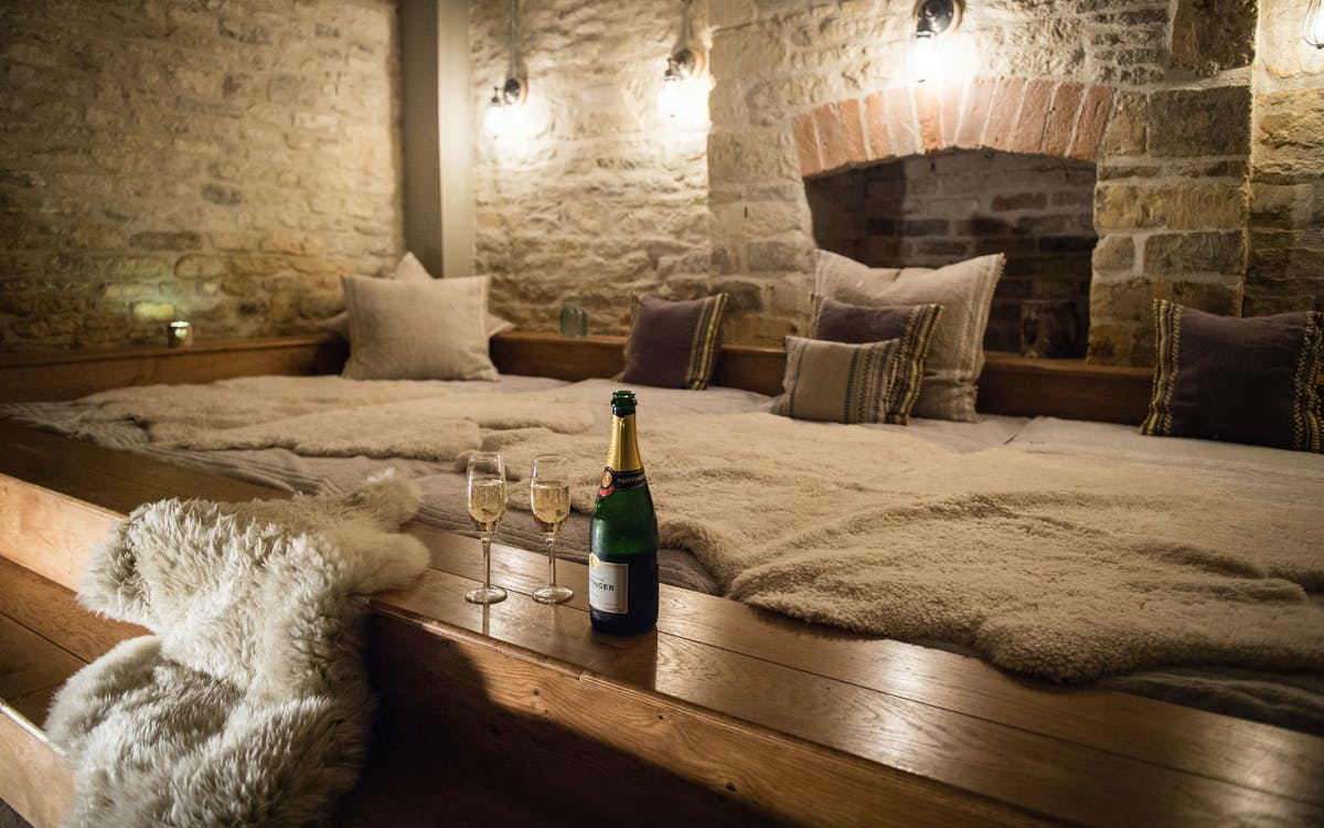 Kings Head Hotel, Cirencester, Gloucestershire: beds, food and activities fit for kings