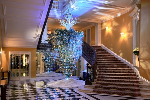 Listen up, venues: this is why you need to invest in your Christmas decorations this year