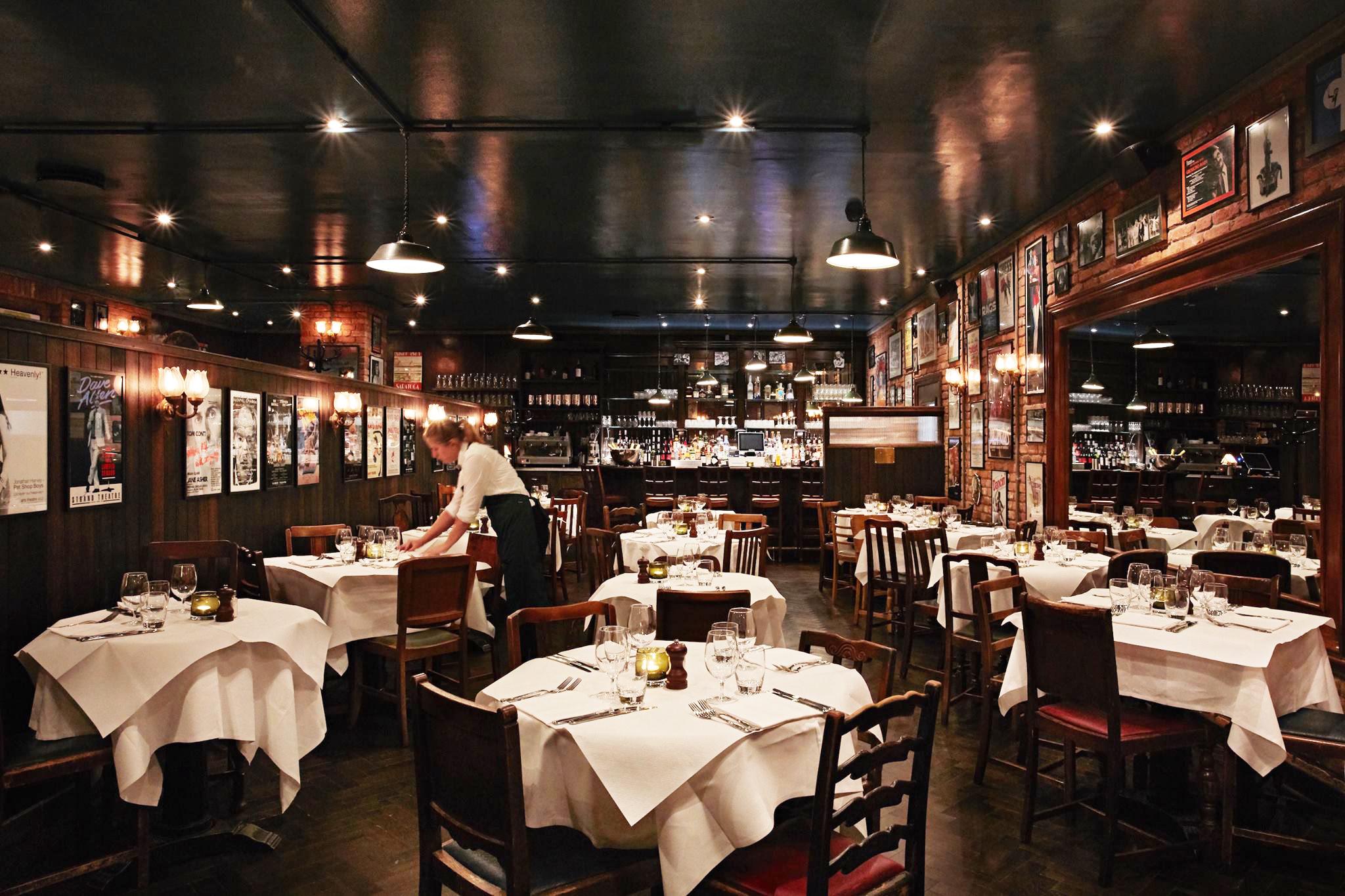 Joe Allen restaurant dining room