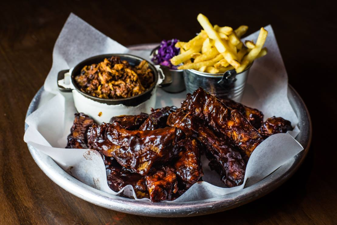 Maxwells restaurant ribs and chips