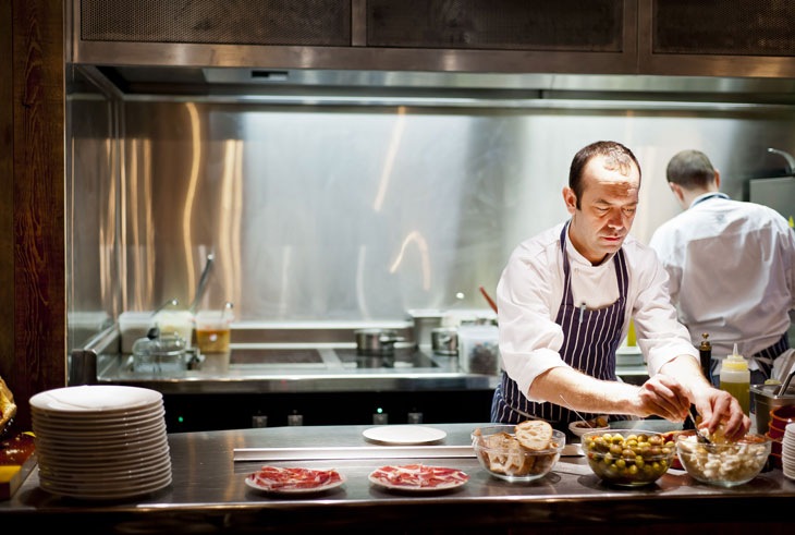 Jose Pizzaro in the kitchen
