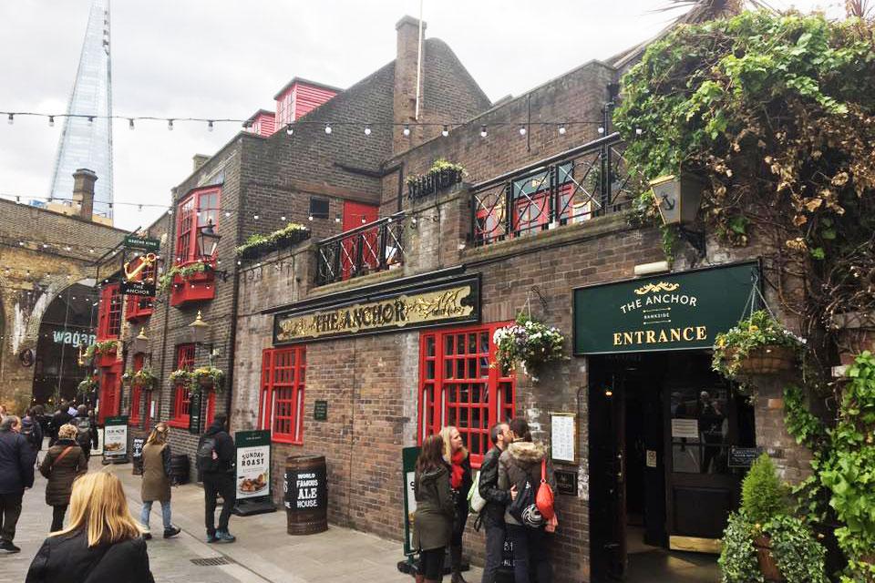 The Anchor London restaurant bar