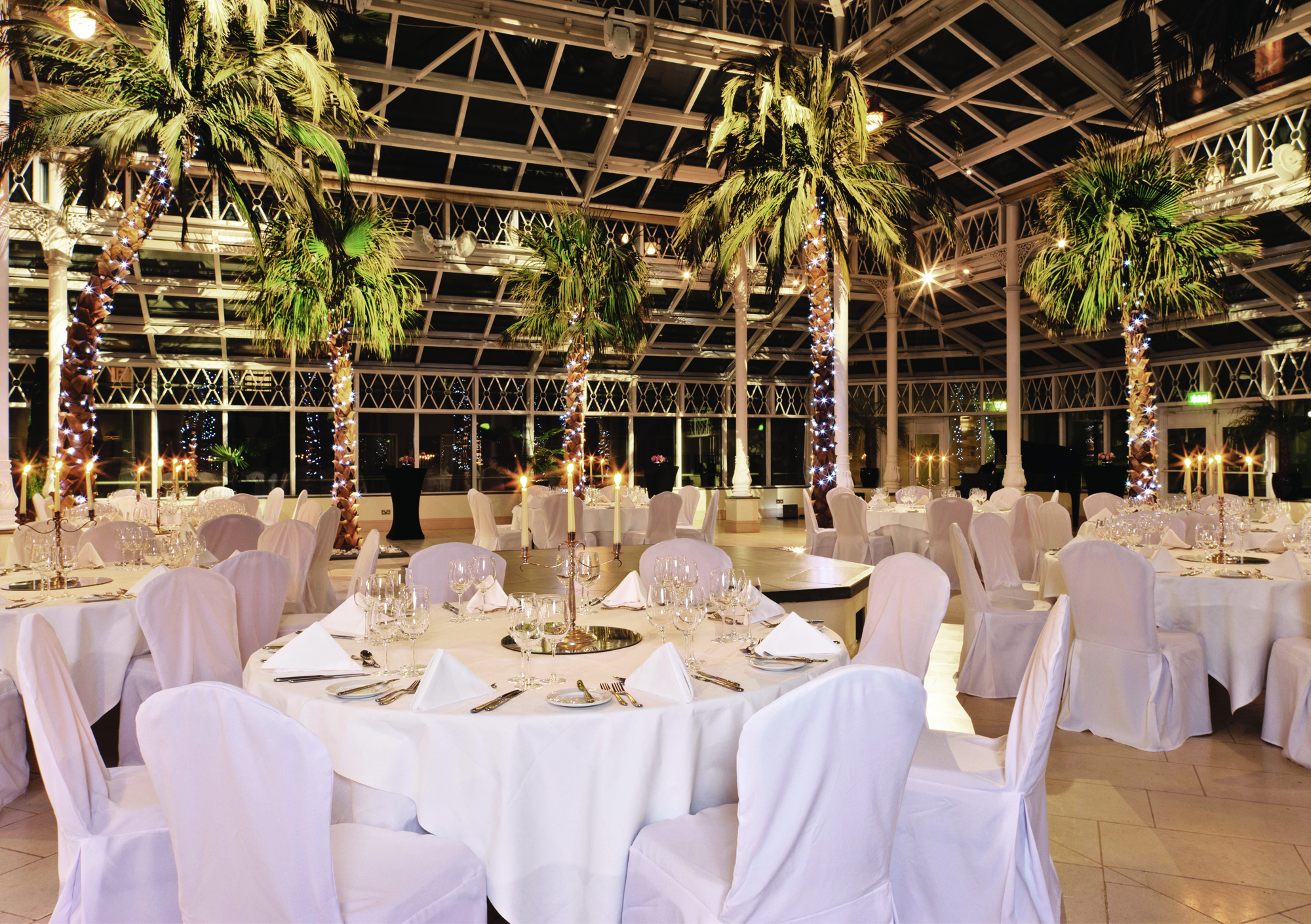 Venue Directory - dining room ready for party