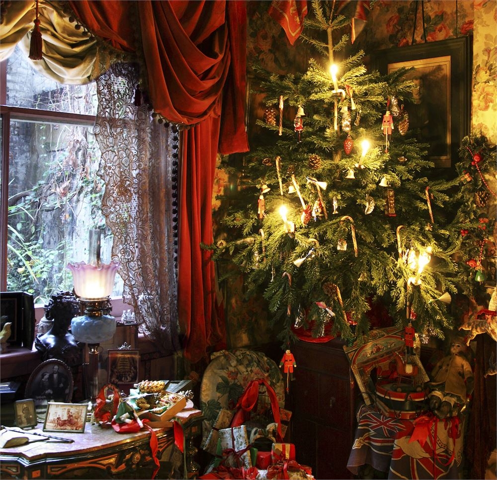 Have an 18th century-themed Christmas party at Town Hall Hotel