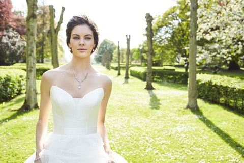 The line of beauty: bridal photo shoot