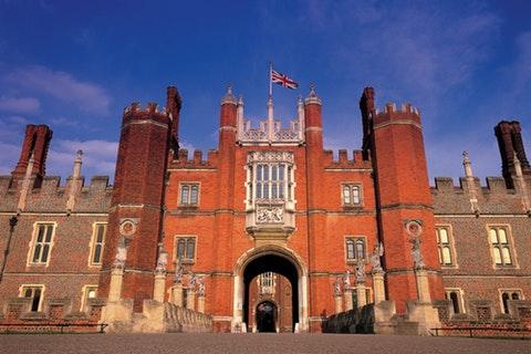 Period drama-inspired wedding venues: Tudor (1485-1603)