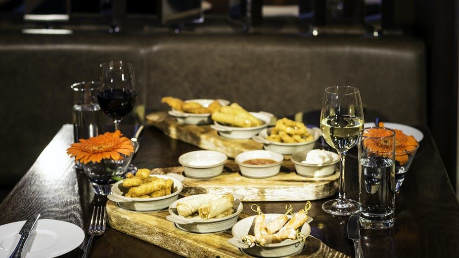 Off The Wall Restaurant at the Apex London Wall Hotel