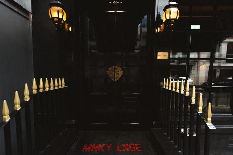 MNKY LNGE