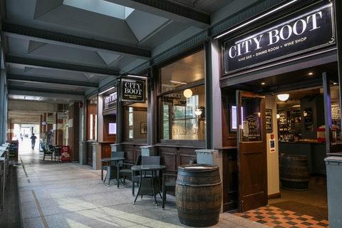London Wall Bar Kitchen London Restaurant Reviews Bookings Menus Phone Number Opening Times
