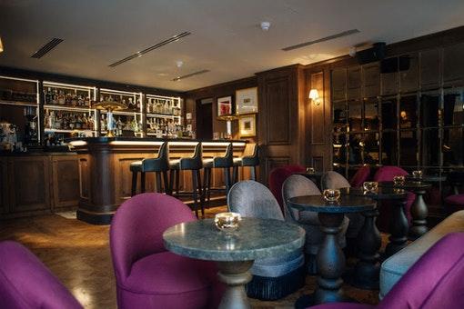 Henson's Bar and Social at Mimi's Hotel