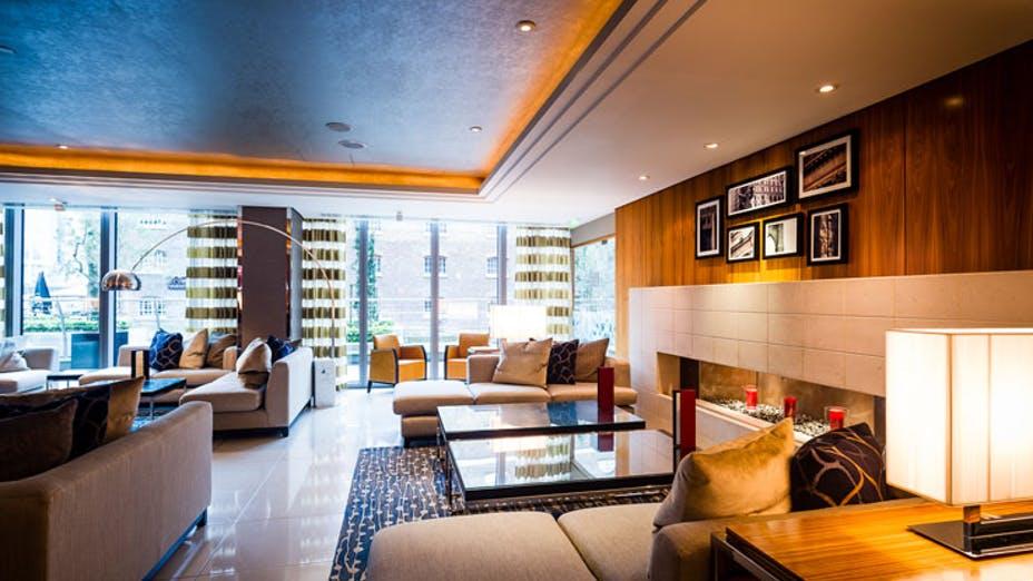 Manhattan G&Tea Lounge at the Marriott Hotel West India Quay