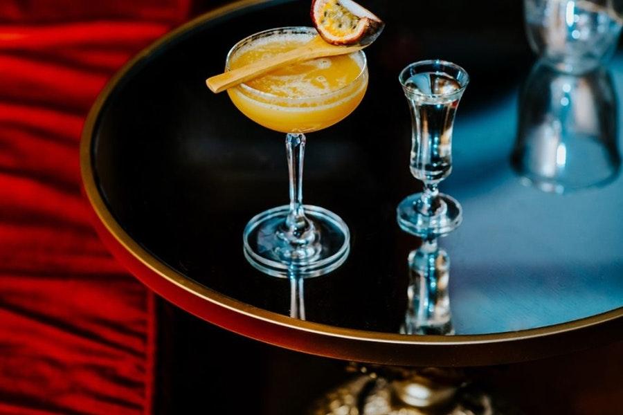 Vanitas Bar