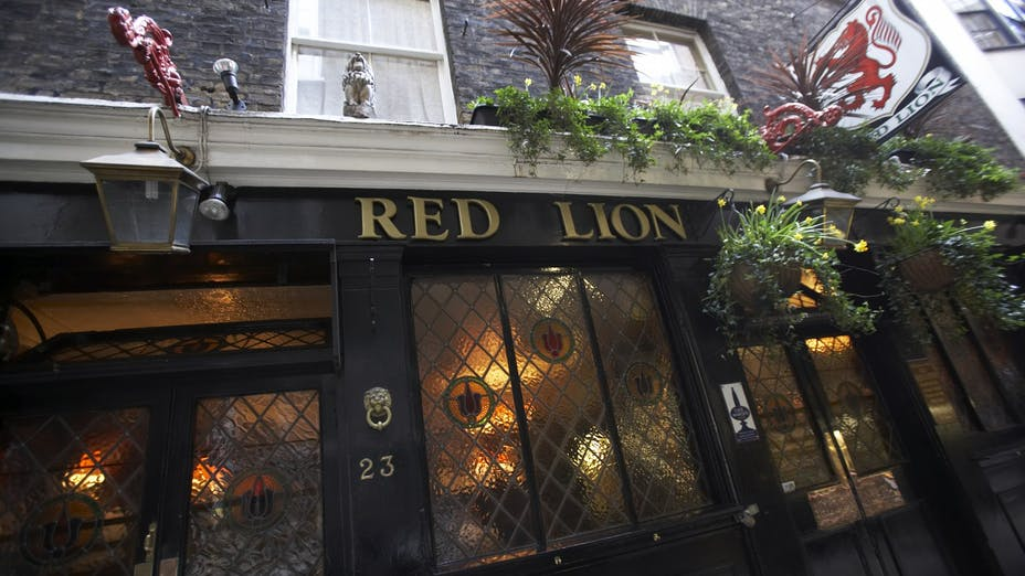 The Red Lion Crown Passage