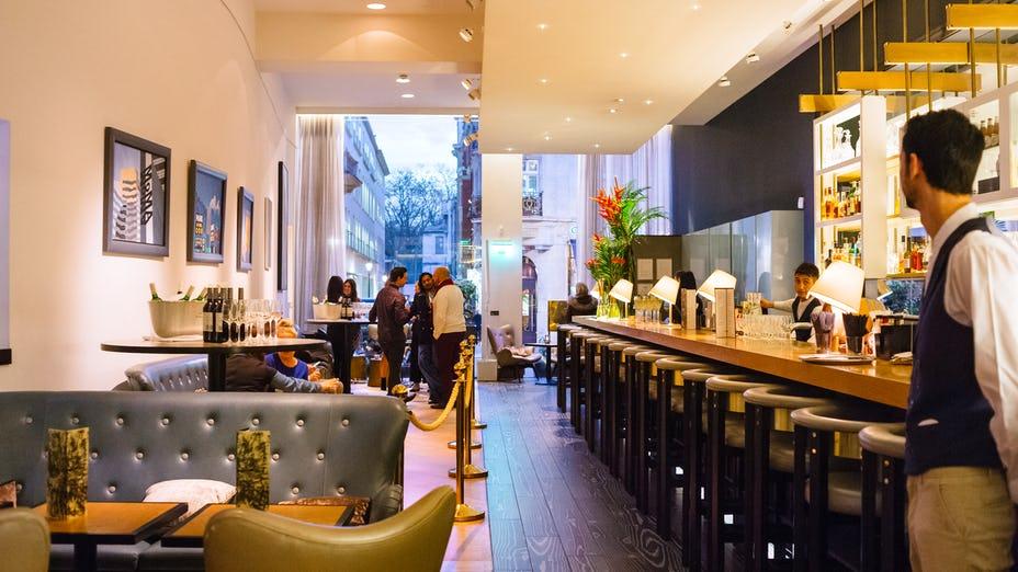 Avenue Bar