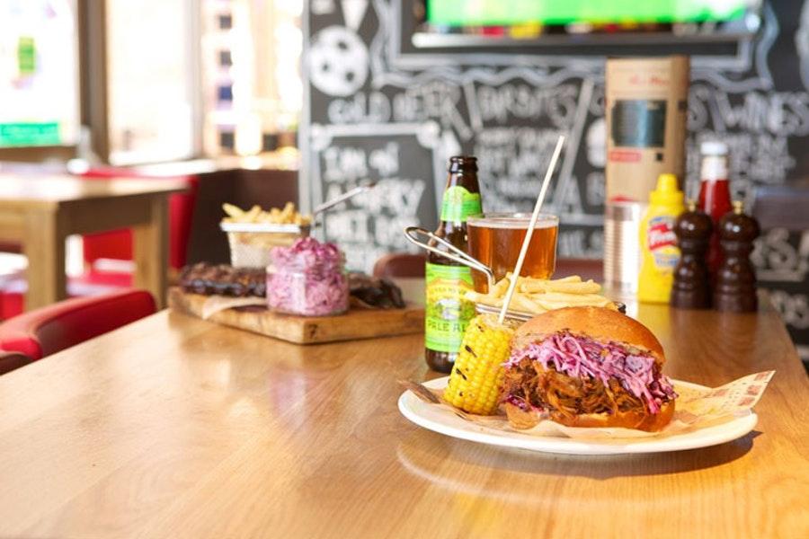 Frankie's Sports Bar & Diner