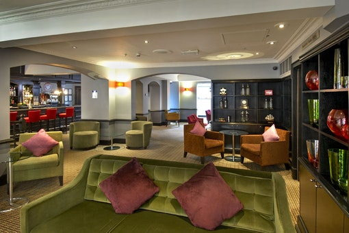 Berry Bar & Lounge at the Hilton London