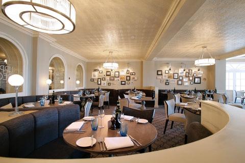 Upper Deck Bar & Restaurant