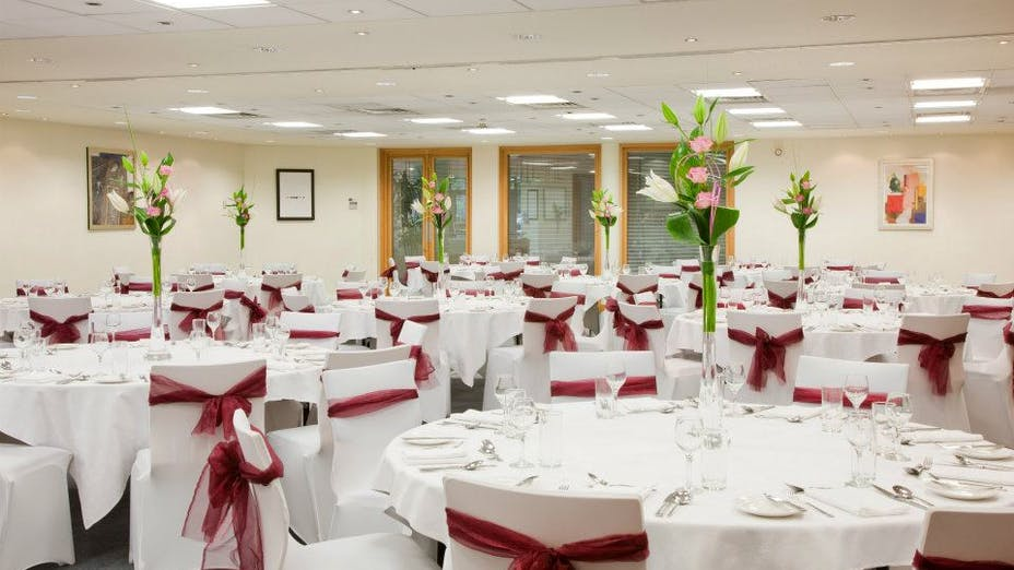 Courtyard Suites At Conference Aston Hotel